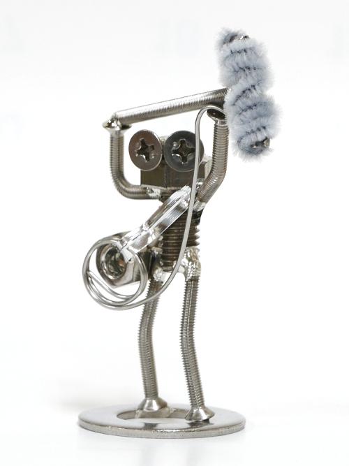 「モルエラニの霧の中」オリジナルボルタ 第3弾「音声さん」 映画「モルエラニの霧の中」撮影スタッフのボルタ。 カメラに映らないようにマイクを掲げる縁の下の力持ち。 たま~にちょっと映り込んでしまってNGに…。